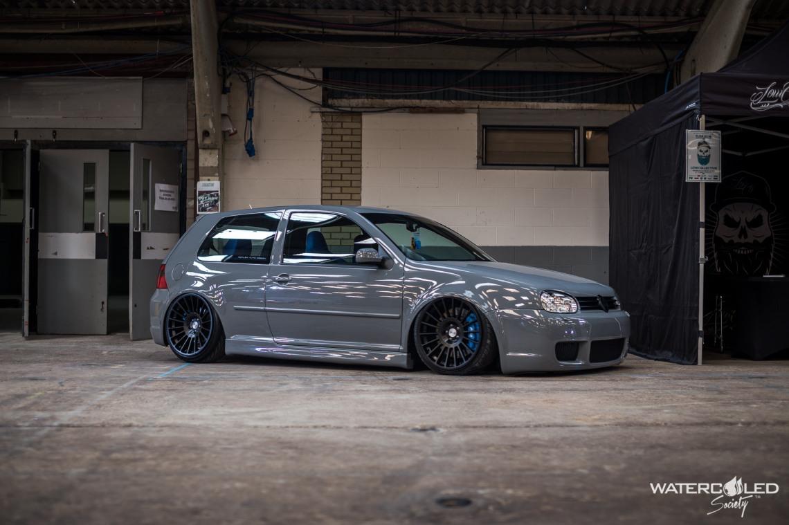 grey r32